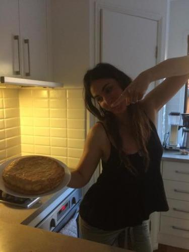 Azahara from Sevilla cooking a delicious Spanish tortilla